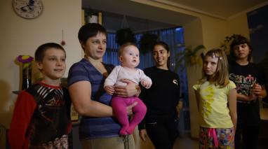 Керівники Київського осередку партії «Відродження» привезли продукти для багатодітної родини Гандей
