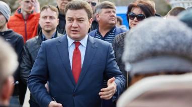 В больших городах и маленьких деревнях люди охотно поддерживают кандидата в президенты от Партии «Відродження» Виктора Бондаря