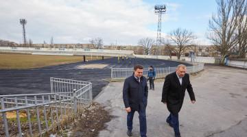 Виктор Бондарь в рамках рабочей поездки Днепропетровской посетил спортивную базу Никопольского завода ферросплавов СК «Электрометаллург».