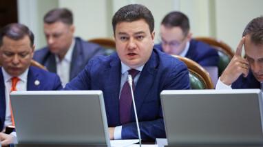 Парламент должен пересмотреть деятельность украинского правительства, – Виктор Бондарь