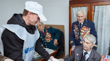 Представители Киевской организации «Відродження» поздравили ветеранов с Днем освобождения Киева
