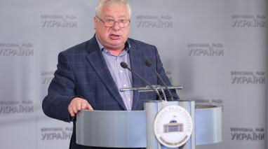 Виктор Остапчук предлагает рассмотреть вопрос профпригодности руководства «Укрзалізниці» на СНБО