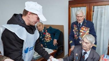 Представники Київської організації «Відродження» привітали ветеранів із Днем визволення Києва