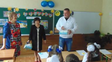 Дмитро Кірюхін вручив школярам інтелектуальні подарунки