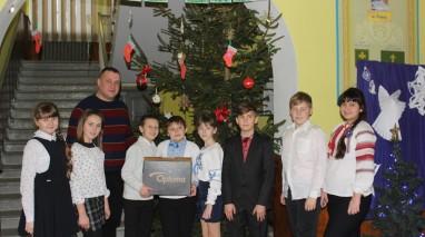 Дмитрий Кирюхин подарил ученикам роменской школы современный проектор