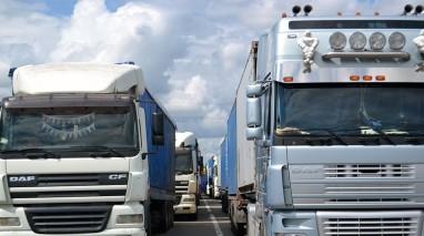 Партія «Відродження» ініціює заборону на в'їзд до Києва фур протягом дня, – Філіппов