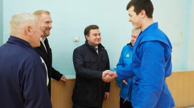Віктор Бондар у рамках робочої поїздки Дніпропетровщиною відвідав спортивну базу Нікопольського заводу феросплавів СК «Електрометалург».