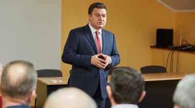 Віктор Бондар у рамках передвиборчого турне в  Полтаві. Зустріч з місцевими депутатами від «Відродження» та керівниками партійних осередків.