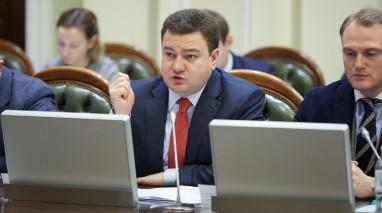Віктор Бондар закликав усі фракції парламенту не на словах, а на ділі об'єднатися і захистити людей від комунального терору