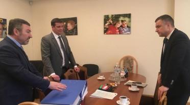 «Відродження» передало Миколі Кулебі понад 50 тис. підписів українців на підтримку законопроекту щодо соцзахисту родин з дітьми