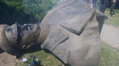 Благодійний фонд Віталія Хомутинніка «Відродження» відреставрує пам'ятник Жукову в Харкові