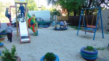 Дмитро Кірюхін облаштував у Ромнах сучасний дитячий майданчик